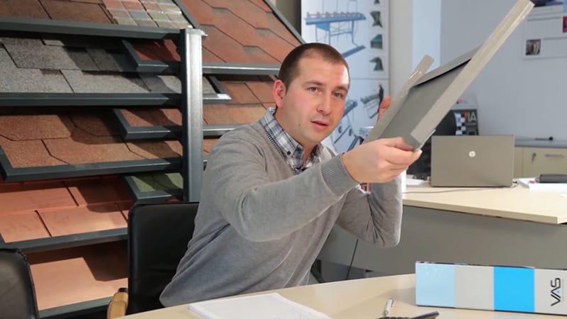 Иля Василев обясянва през какви операции е преминало изделието от титан цинкова ламарина